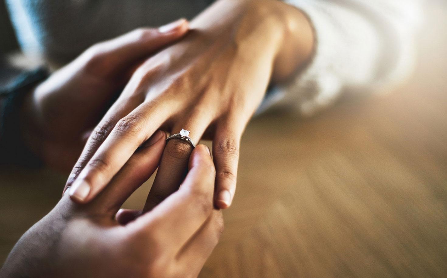 DeBruyloft Verschil Trouwring Verlovingsring
